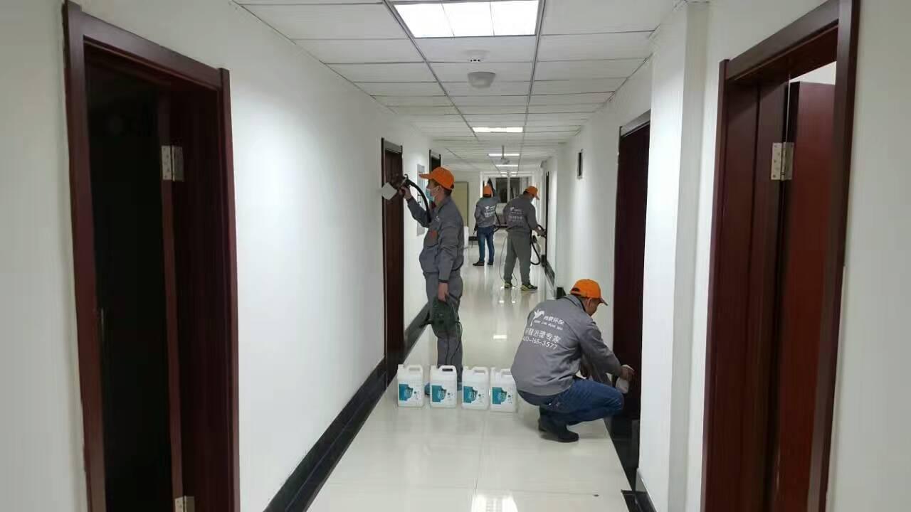 中国邮政储蓄银行过道墙面施工