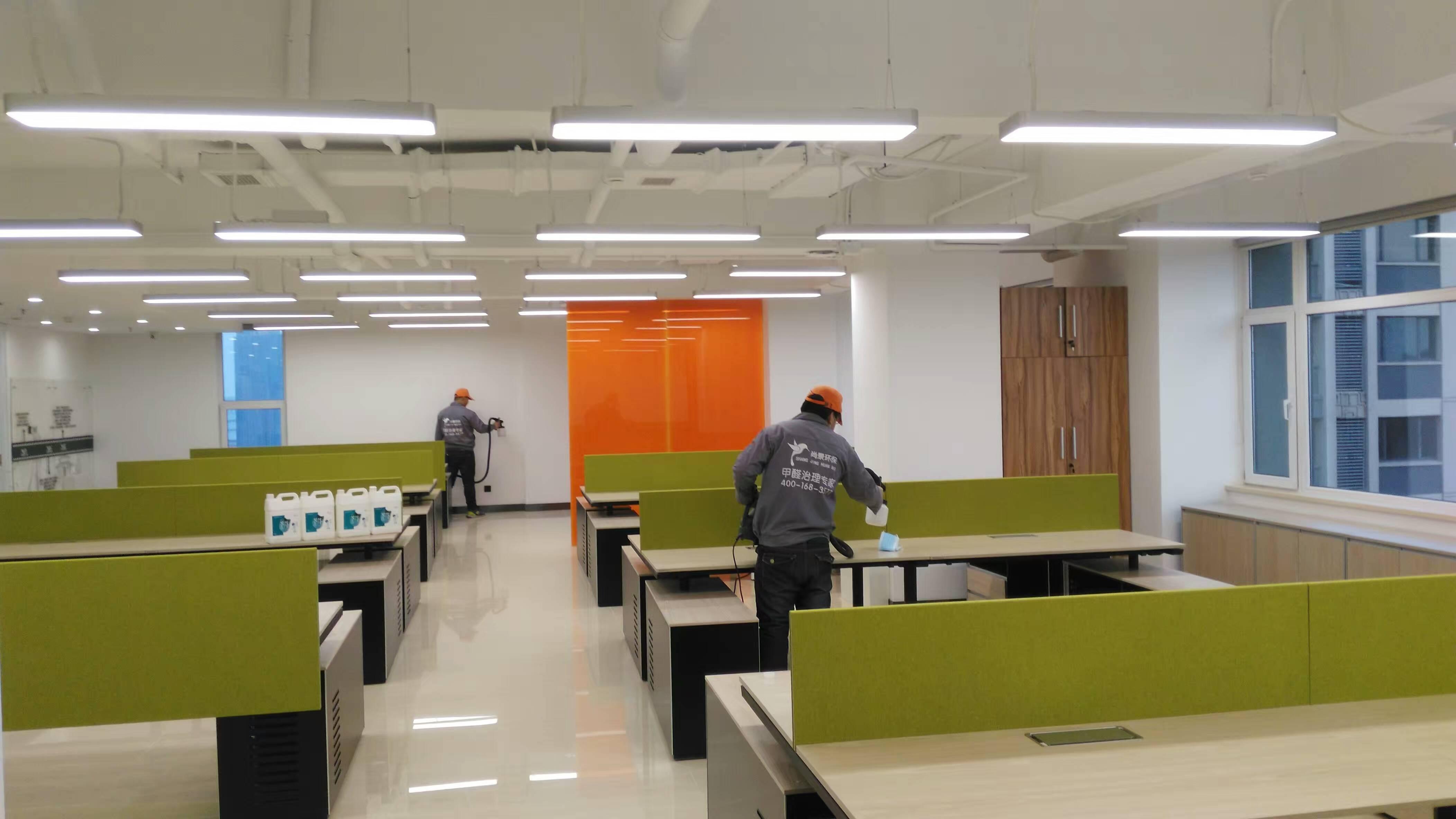 首創置業地產辦公桌施工