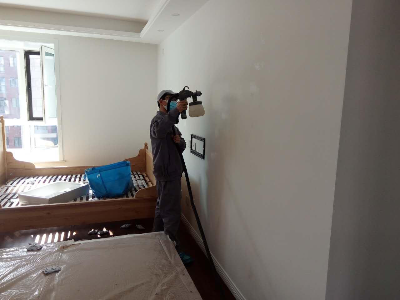 臥室墻面噴涂施工