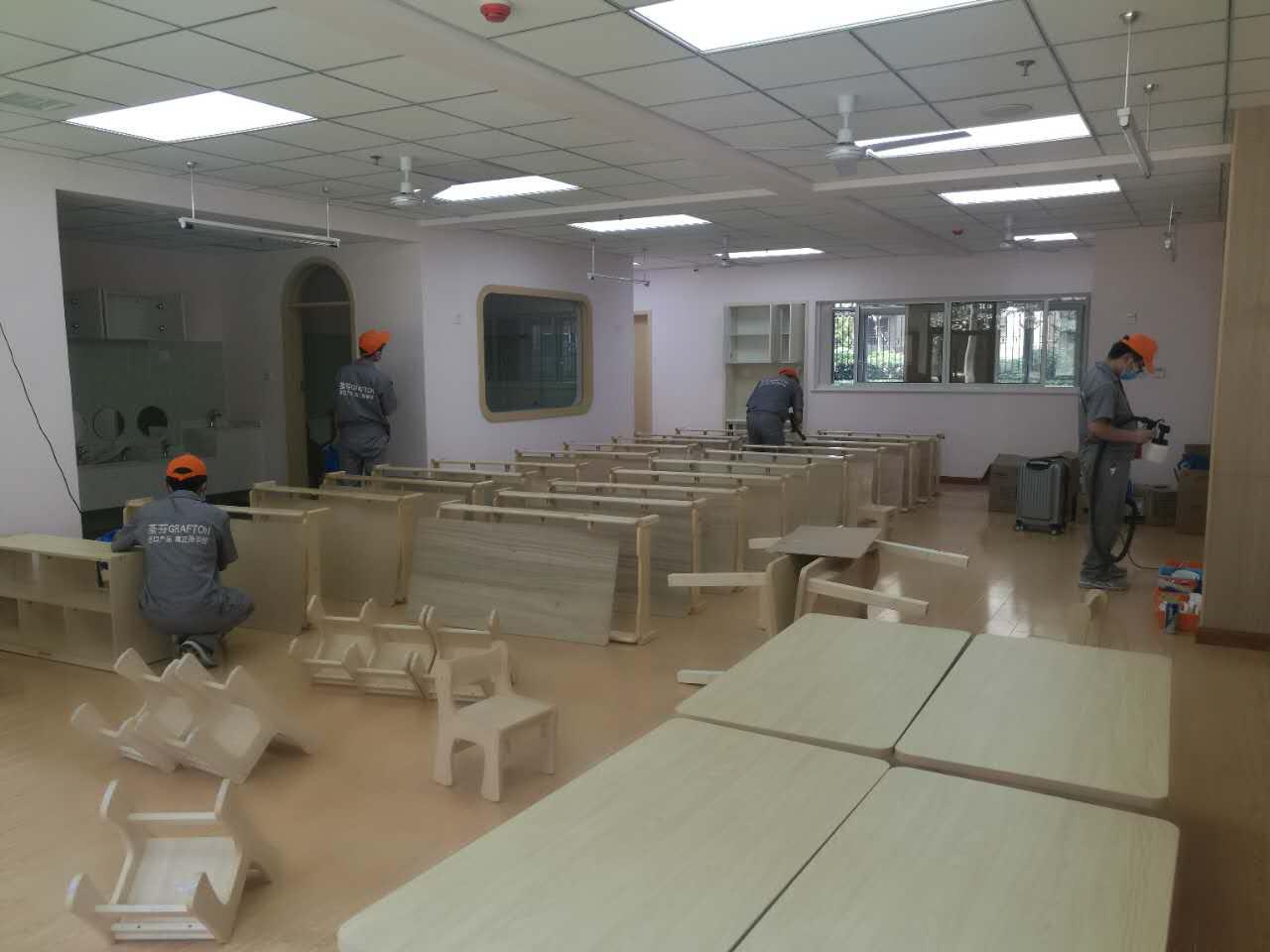 孩子教室桌椅全方位施工
