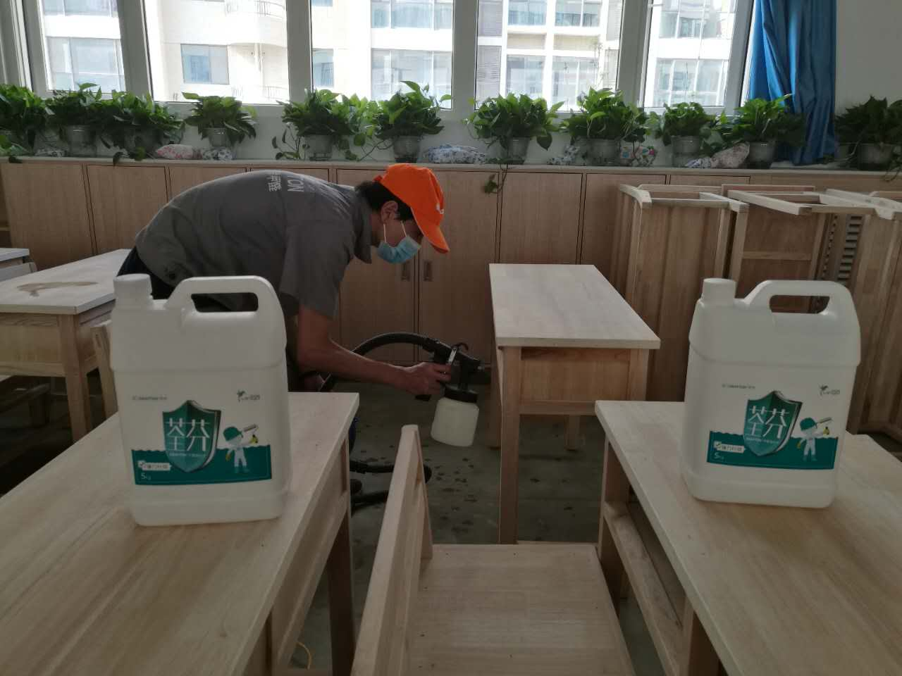 課桌抽屜噴涂重點施工