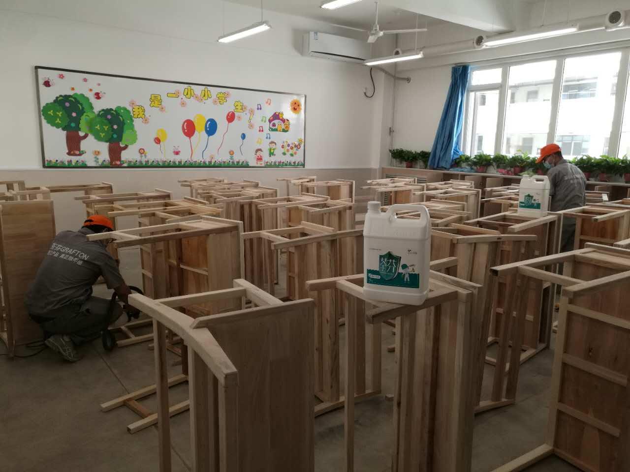 教室全部課桌進行重點施工